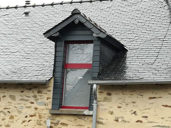 Pose De Fenêtre De Toit à Chemazé